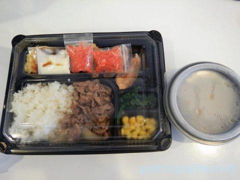 パタヤすき家の牛丼弁当 (1)