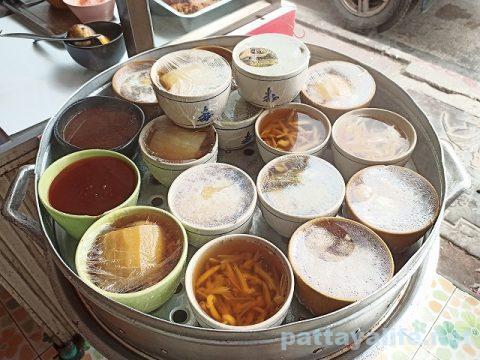 フードランド前カオマンガイ屋のスープ (1)