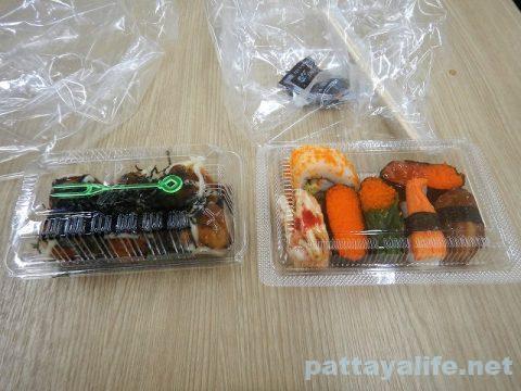 ビッグCエクストラのたこ焼きと大福と寿司 (1)